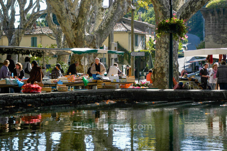 The water bassin at Cucuron market