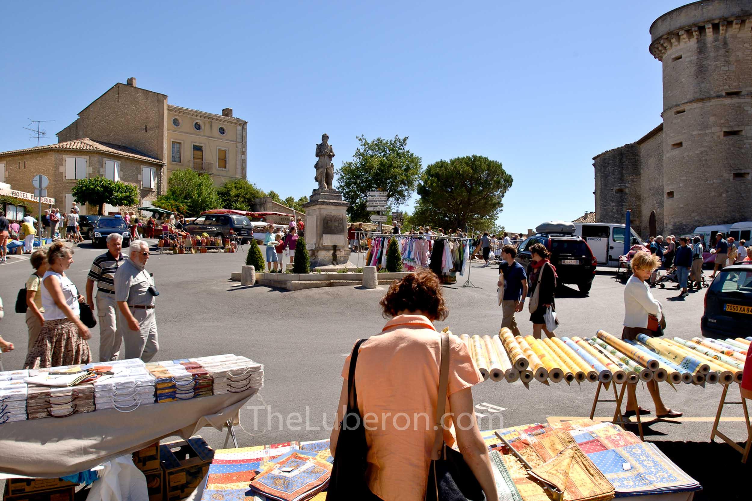 Gordes market in the main square