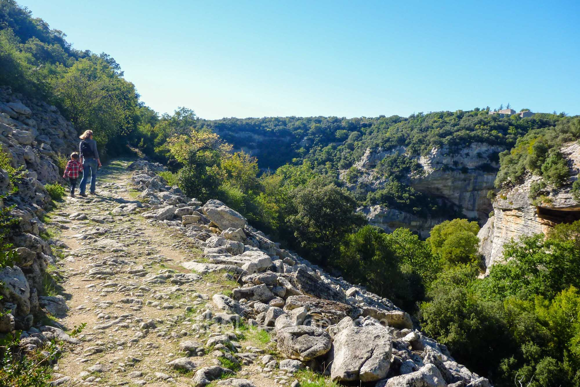 Hikers near Sivergues in the Luberon