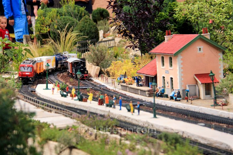 Trains at Jarditrain