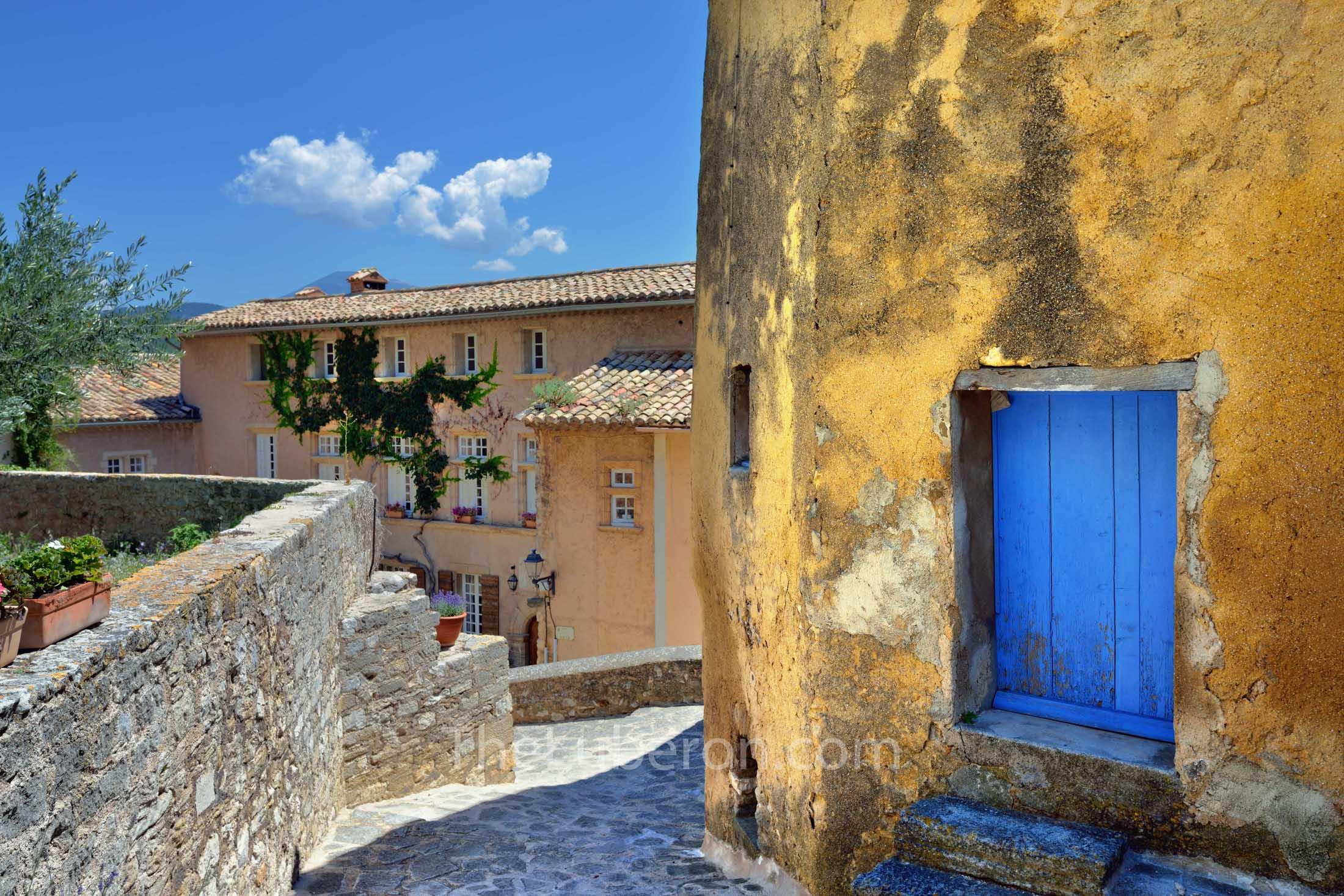Le Barroux village centre