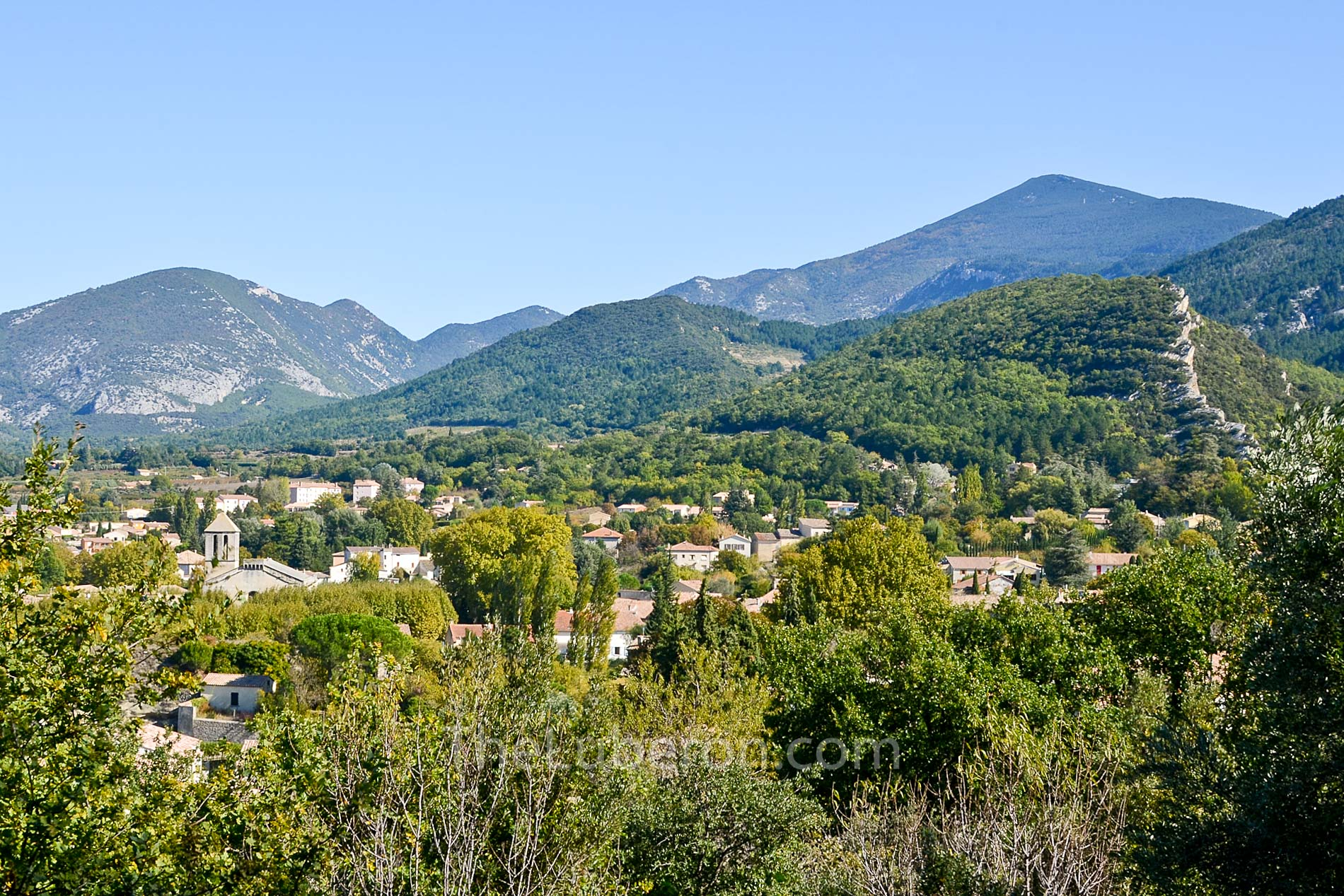 Malaucene and the hills