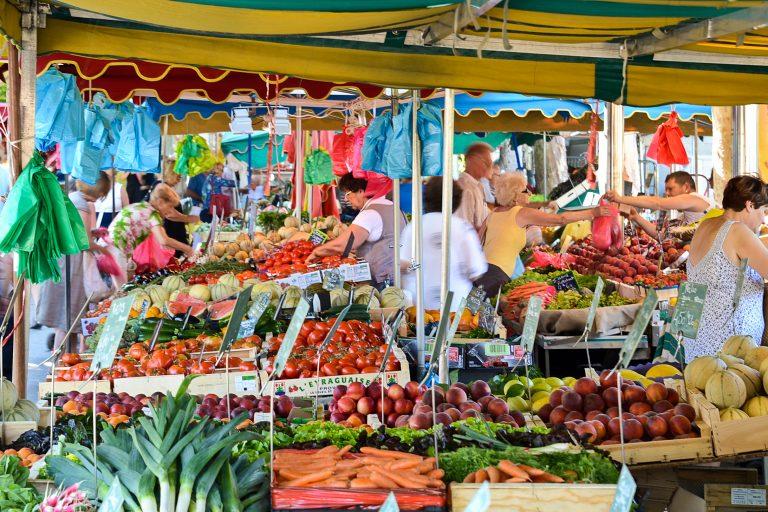 Sanary-sur-Mer market
