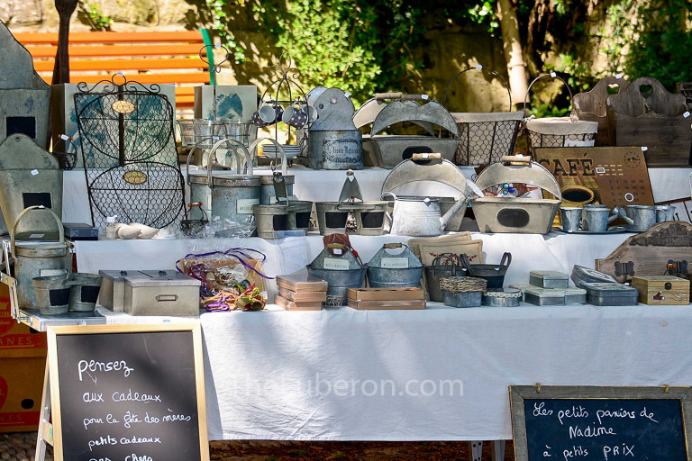Part of the weekly market in Menerbes