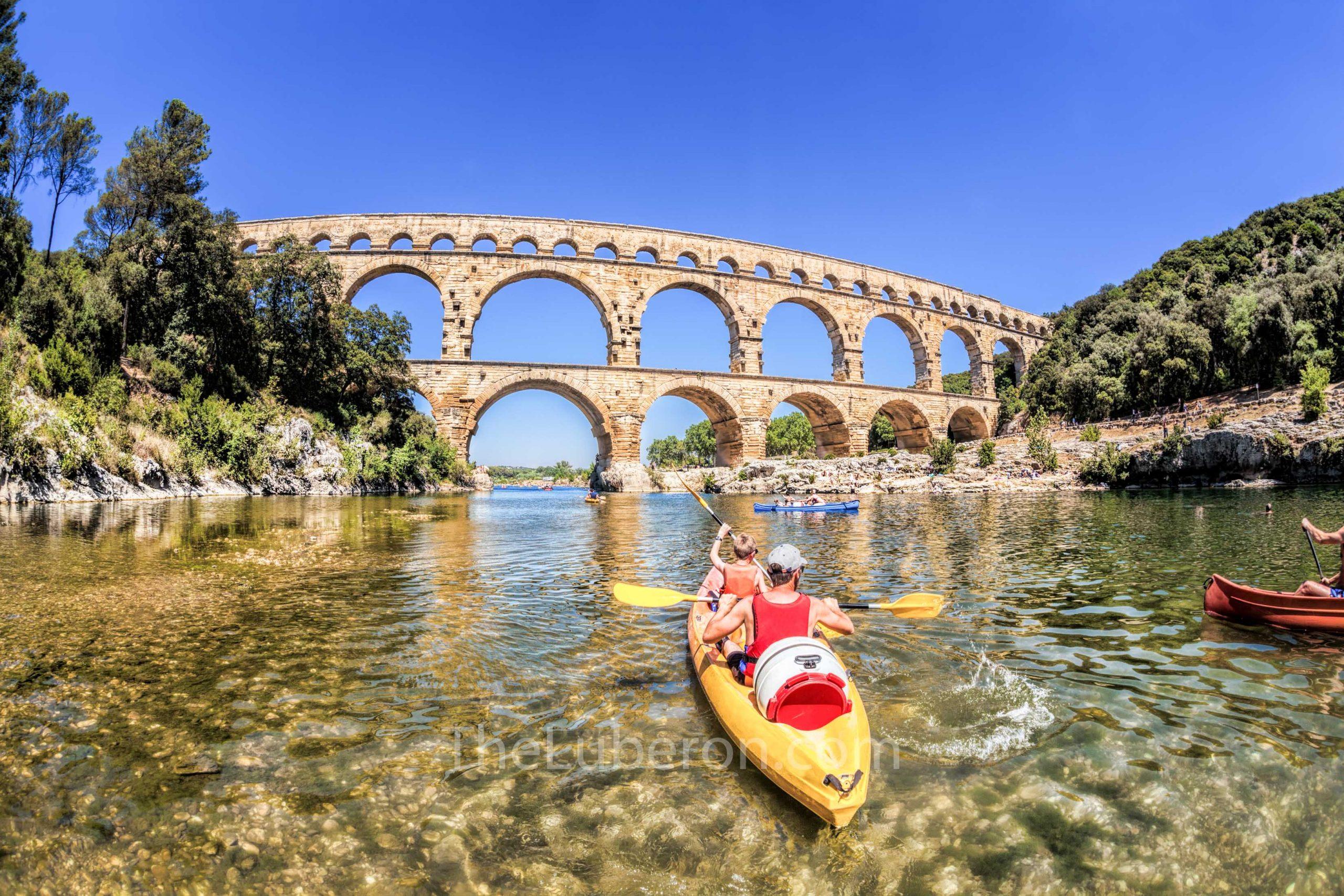 Pont du Gard kayakers