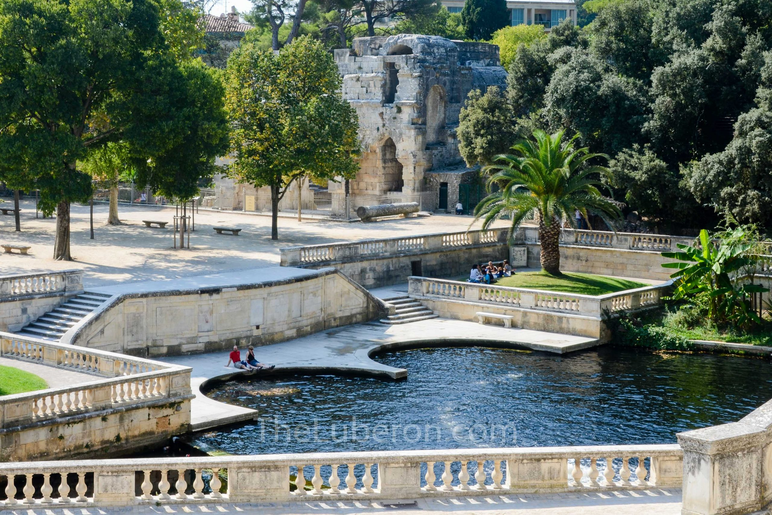 Fountain Gardens and temple Diane, Nimes