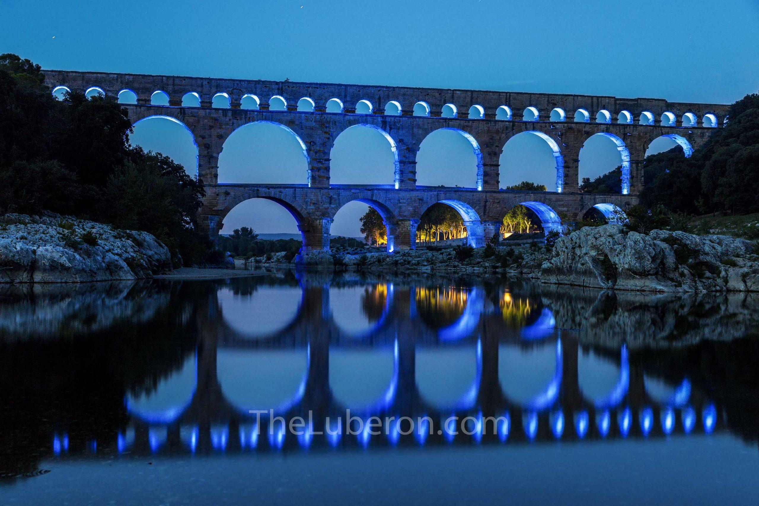 Pont du Gard at night