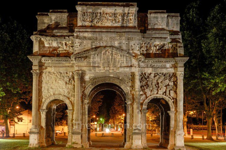 Triumphal Arch, Orange at night