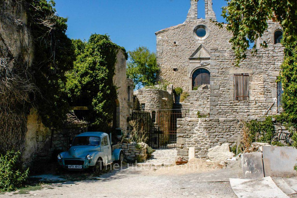 Saignon village