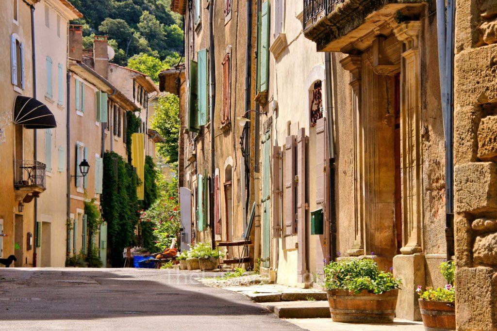 Street in centre of Saignon