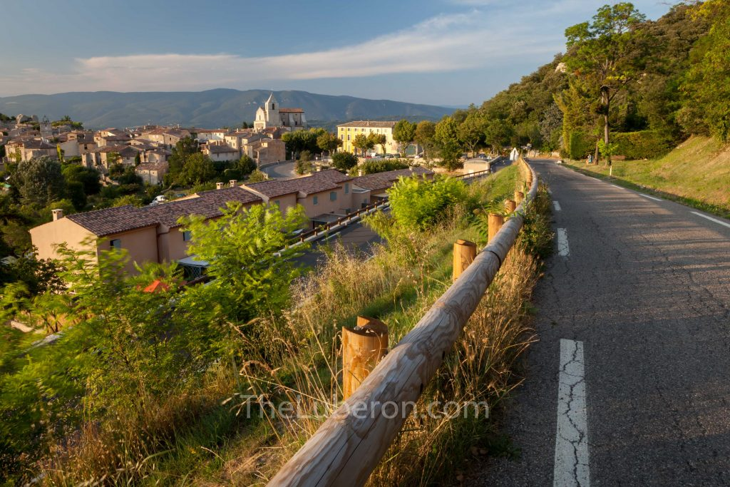 Approaching Saignon by road