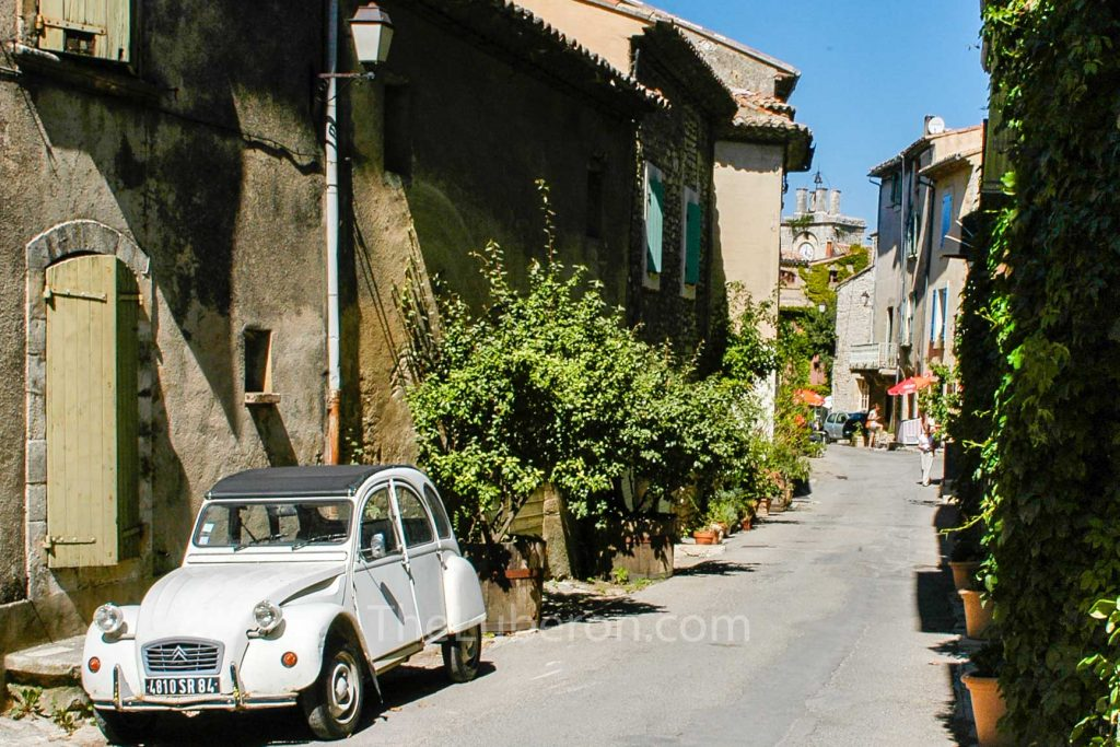 2cv car in Saignon