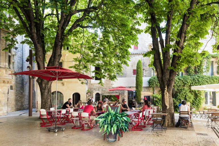 Outdoor restaurant in St-Remy