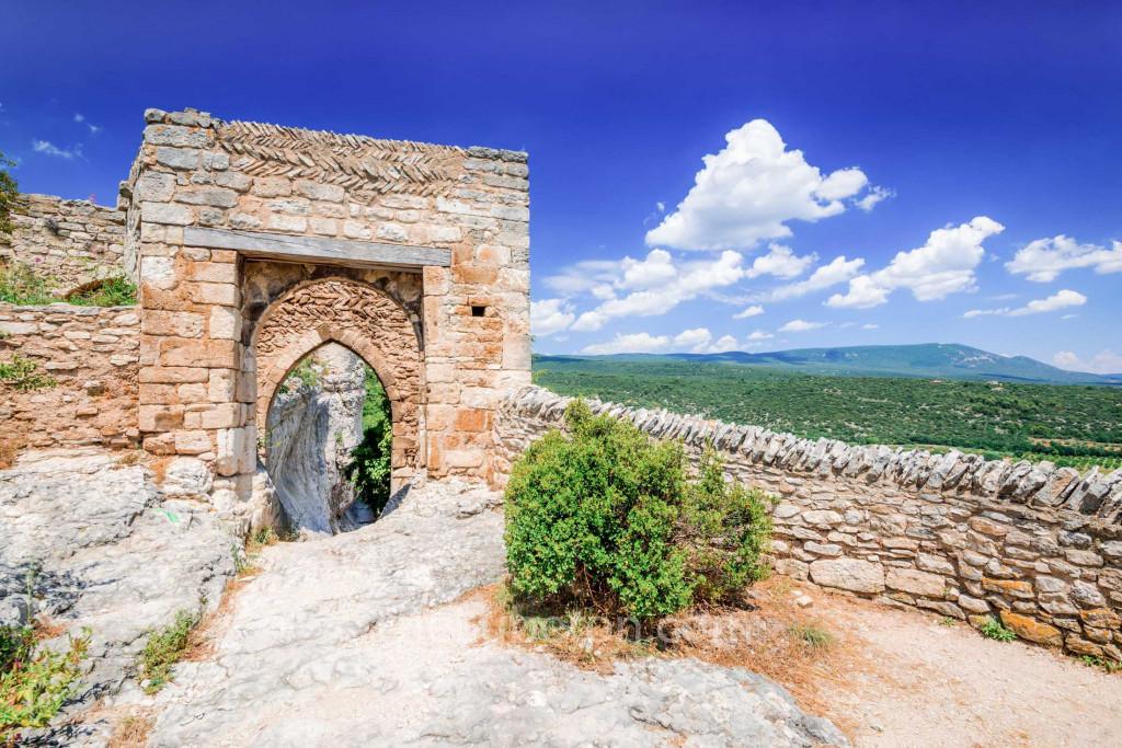 Castle remains in St-Saturnin-les-Apt