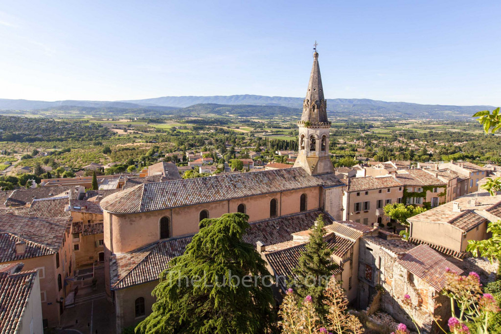 View over St-Saturnin-les-Apt