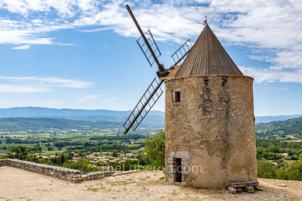 Windmill in St-Saturnin-les-Apt