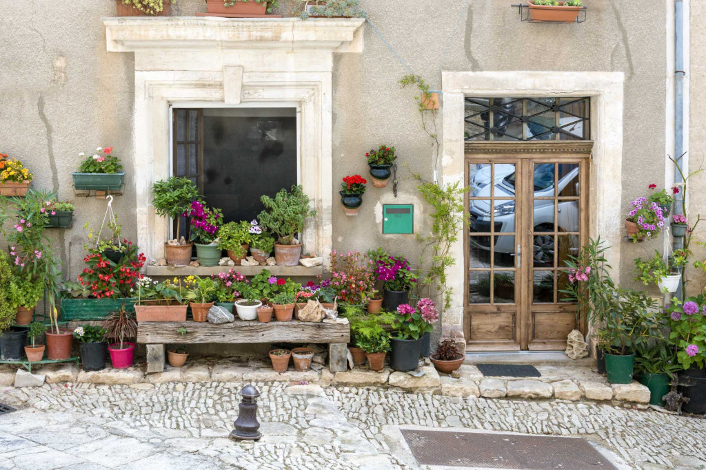 House front in St-Saturnin-les-Apt