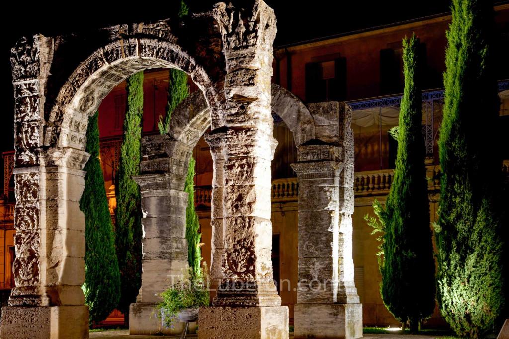 Cavaillon roman arch